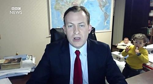 지난해 3월 세계적인 화제가 된 로버트 켈리 교수의 bbc 방송사고 장면. [BBC 캡처]