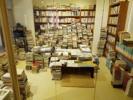 서울도서관 3층에 있는 '만인의 방'에는 고은 시인이『만인보』를 집필하던 경기도 안성시 서재가 재현돼 있다. '만인의 방'은 고은 시인에 대한 성추문 폭로가 터져나오면서 적절성 논란에 휩싸였다. 임선영 기자
