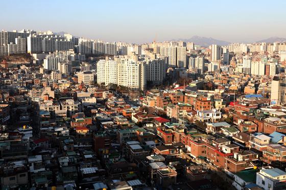 정부는 기존 주택을 매입해 저소득층에 저렴한 조건으로 공급하는 매입형 임대주택을 올해 2만 가구 공급할 계획이다.