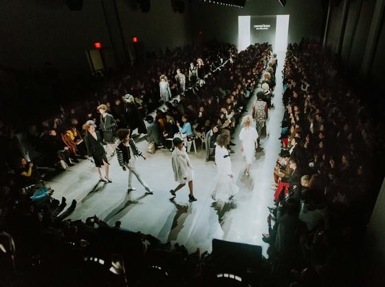 지난 9일 뉴욕패션위크 기간 동안 선보인 컨셉코리아 패션쇼 무대. 이날 참석한 한국 브랜드는 디자이너 박윤희의 브랜드 '그리디어스'와 디자이너 이청청의 '라이'였다. [사진 컨셉코리아]