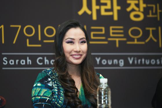 4년 만에 내한해 젊은 한국 연주자와 한 무대에 서는 바이올리니스트 사라 장. [사진 예술의전당]