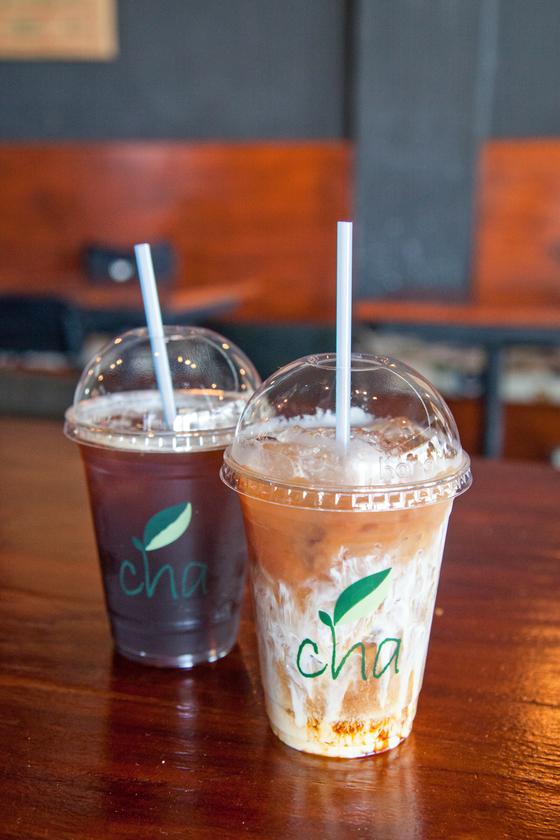 가라판 대로변에 있는 차카페는 소금을 넣은 커피가 유명하다. 최승표 기자