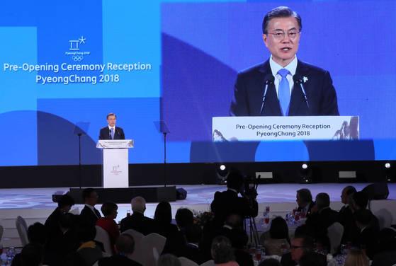 문재인 대통령이 9일 오후 강원도 용평 블리스힐스테이에서 열린 올림픽 개회식 리셉션에서 환영사하고 있다. 청와대 사진기자단