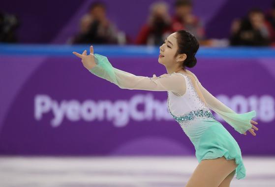 11일 오전 강릉아이스아레나에서 열린 2018 평창동계올림픽 피겨 팀이벤트 여자 싱글 쇼트 프로그램에서 한국의 최다빈이 연기를 펼치고 있다. [연합뉴스]