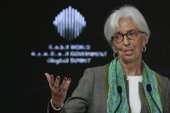 크리스틴 라가르드 국제통화기금(IMF) 총재가 11일(현지시간) 두바이에서 열린 '세계정부정상회의(WGS)'에 참석해 발언하고 있다. [로이터=연합뉴스]