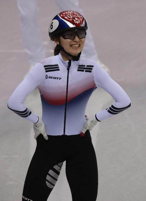 최민정이 13일 강릉 아이스 아레나에서 열린 여자 쇼트트랙 500m에서  실격된 뒤 아쉬워하고 있다. 오종택 기자
