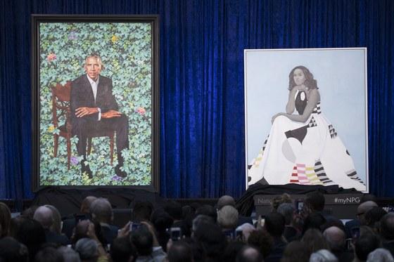 12일 미국 워싱턴DC에 있는 스미스소니언 국립 초상화 갤러리에서 공개된 버락 오바마 전 대통령 부부의 초상화. [EPA=연합뉴스]