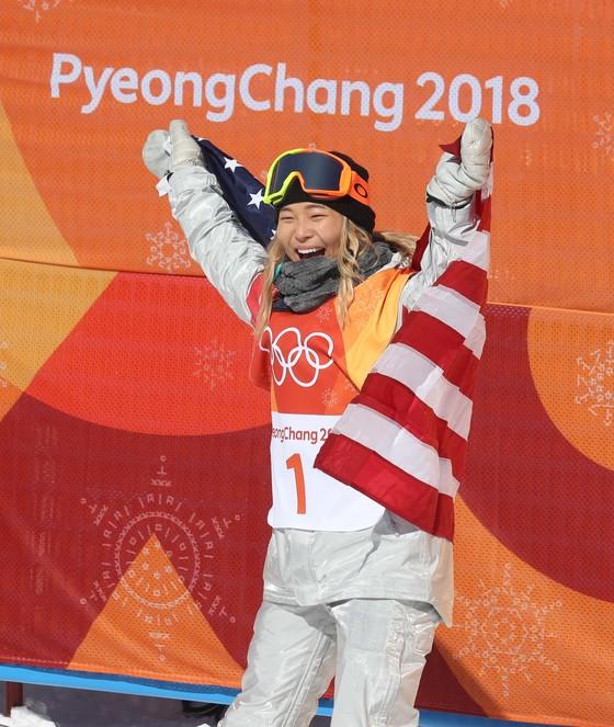 13일 오전 평창 휘닉스 스노 경기장에서 열린 평창동계올림픽 스노보드 여자 하프파이프 결승에서 한국계 미국인 클로이 김(18?한국명 김선)이 3차 시기 98.25의 점수로 올림픽 금메달을 거머쥐었다. 오종택 기자