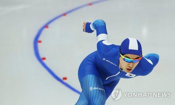 13일 오후 강릉 스피드스케이팅경기장에서 열린 2018 평창동계올림픽 스피드스케이팅 남자 1,500m 경기에서 김민석이 힘찬 레이스를 펼치고 있다.