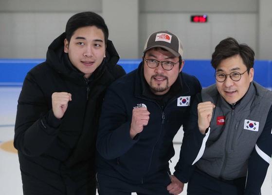 한국 쇼트트랙 코칭 스태프. 조항민 코치, 변우옥 장비담당 코치, 김선태 감독(왼쪽부터). 오종택 기자