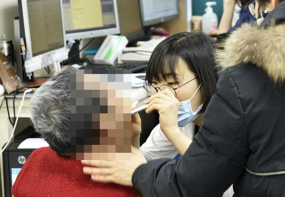 설 연휴 동안 쉬지 않고 바쁘게 돌아가는 서울대병원 응급실.