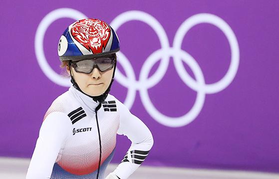 쇼트트랙 여자 500m 결승에서 뜻밖에 실격당한 최민정이 아쉬워하고 있다. [연합뉴스]