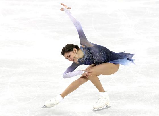 피겨 스케이팅 쇼트프로그램에서 올림픽 기록을 경신한 러시아의 메드베데바. [일간스포츠]