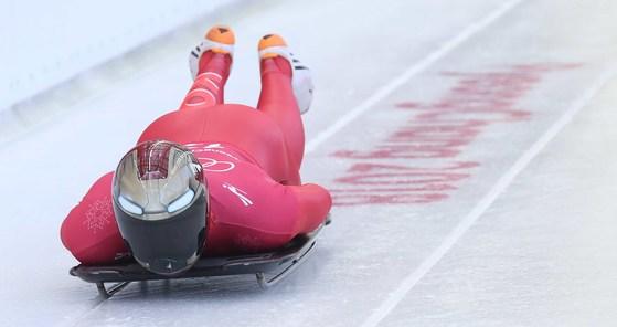 스켈레톤 윤성빈이 13일 올림픽 슬라이딩센터에서 훈련 주행하고 있다. 오종택 기자