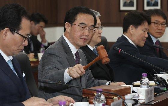 조명균 통일부 장관이 14일 정부서울청사에서 남북교류협력추진협의회를 주재하고 있다. [우상조 기자]