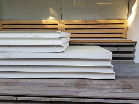 서울 마포구의 한 리모델링 현장에 공사를 앞둔 스티로폼 자재가 쌓여 있다. 송우영 기자