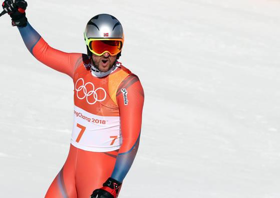 평창올림픽 알파인 스키 활강에서 금메달을 목에 건 스빈달(노르웨이). [연합뉴스]