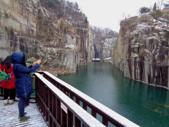 아찔한 절벽이 장관을 이루는 포천아트밸리. [사진 경기관광공사]