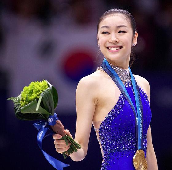 2010 밴쿠버 겨울 올림픽에서 금메달을 목에 건 김연아. [중앙포토]