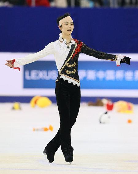 머리에 붕대를 감고 연기한 2014년 베이징에서 열린 그랑프리 파이널 무대.