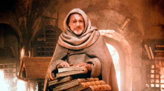 수도원 도서관이 호르헤의 방화로 불타고 있다. 화재와 함께 중세가 끝나고 르네상스가 시작된다. [영화 장미의 이름]