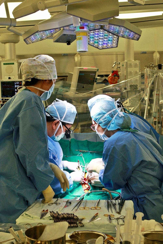 심장 혈관에 문제가 생긴 환자를 수술하는 모습. [사진 서울아산병원]