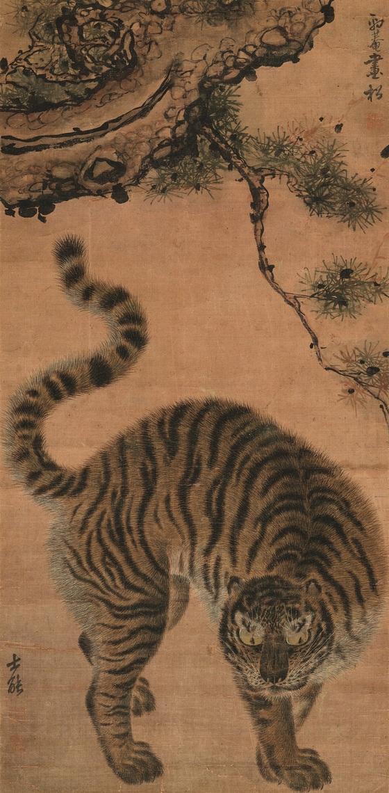 '소나무 아래 호랑이'(松下猛虎圖), 김홍도金弘道(1745~1806년경), 조선, 18세기, 비단에 먹과 옅은 색, 90.3×43.8cm, 삼성미술관 리움 소장