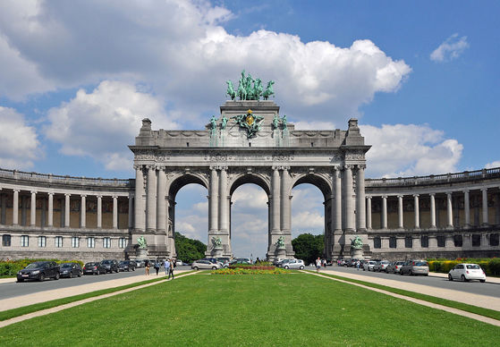 벨기에 브뤼셀에 있는 생캉트네르 공원의 개선문. 레오폴드 2세는 콩고에서 거둔 이익을 건축 사업에 쏟아부었다. [위키피디아]