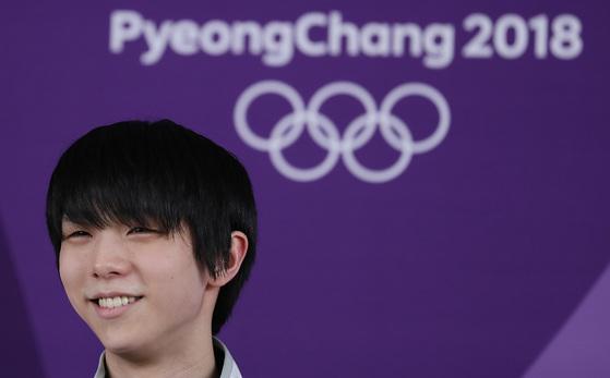 지난 13일 강릉 아이스아레나에서 공식 훈련을 마친 뒤 기자회견하는 하뉴 유즈루.