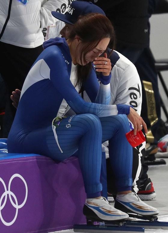 18일 강릉 스피드 스케이팅 경기장에서 열린 500m종목에서 이상화가 아쉬워하고 있다. 오종택 기자