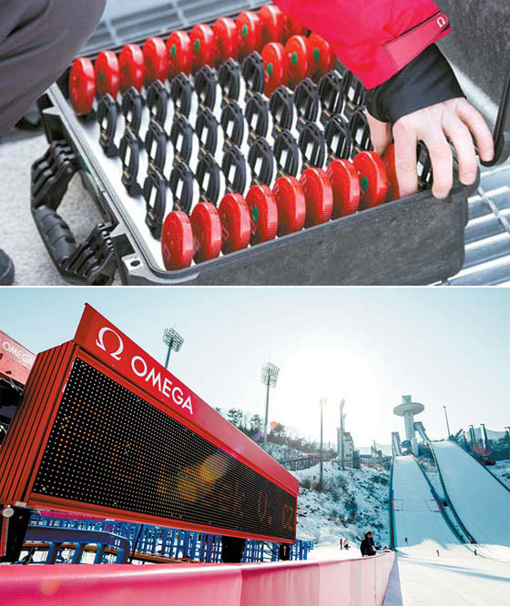 오메가는 스키점프 선수의 스키 바인딩 뒤에 태그(위)를 부착해 정확한 경기 데이터를 제공하고 관중에게도 전광판을 통해 자세한 기록을 보여준다. [사진 오메가]