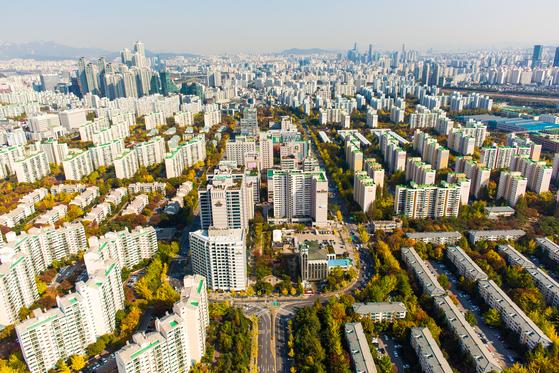 재건축 연한을 충족한 서울 양천구 목동 신시가지 아파트 일대.