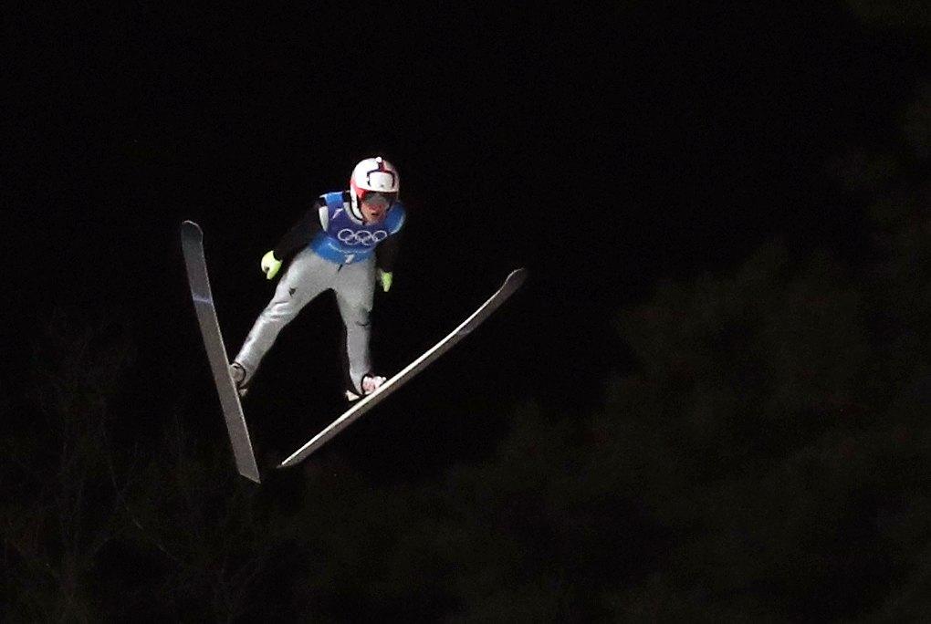 대한민국 최서우가 19일 오후 강원도 평창군 알펜시아 스키점프 센터에서 열린 2018 평창올림픽 스키점프 남자 팀 연습 경기에서 점프하고 있다. [뉴스1]