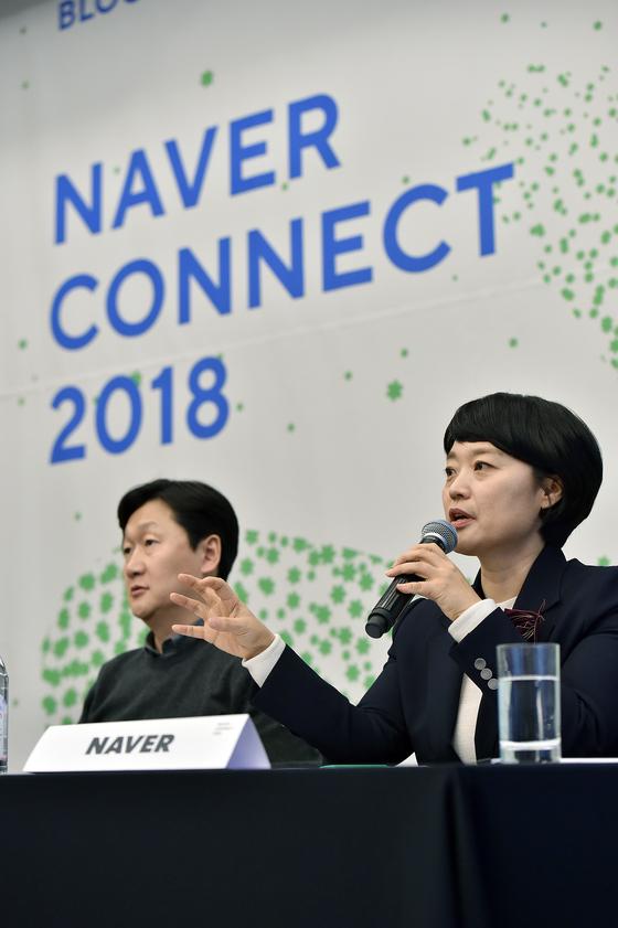한성숙 네이버 대표가 21일 서울 강남구 삼성동에서 열린 '네이버 커넥트 2018'에서 기자들의 질문에 답하고 있다. [사진 네이버]