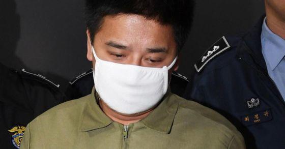 중학생 딸 친구를 유인ㆍ추행해 살해하고 사체를 유기한 혐의로 구속기소된 '어금니 아빠' 이영학. 장진영 기자