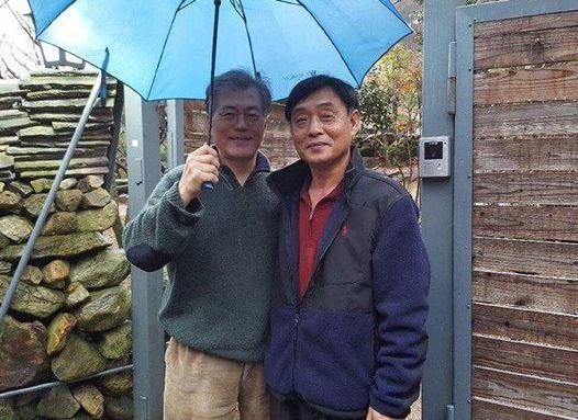 2016년 박성찬씨가 페이스북에 올린 사진. 왼쪽부터 문재인 대통령(당시 문재인 더불어민주당 전 대표)과 박성찬씨.