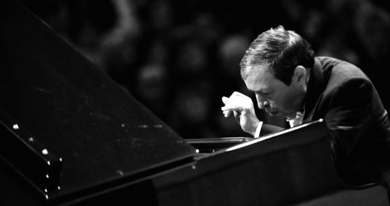 3월 17일 예술의전당 무대에서 머레이 페라이어는 슈베르트 즉흥곡을 들려줄 예정이다. [사진 크레디아]