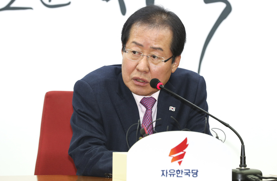 홍준표 자유한국당 대표가 22일 오전 서울 여의도 당사에서 열린 지방선거 총괄기획단 임명장 수여식에서 발언하고 있다. 임현동 기자/20180222