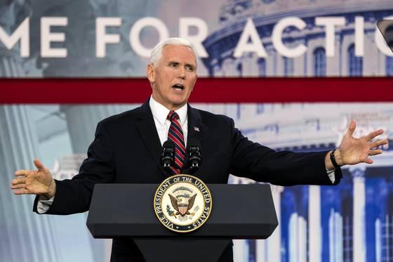 """마이크 펜스 미국 부통령이 22일 메릴랜드주 내셔널 하버에서 열린 보수 정치행동위원회(CPAC) 연설에서 """"김여정은 악의 가족 패거리""""라고 비난했다.{EPA=연합뉴스]"""