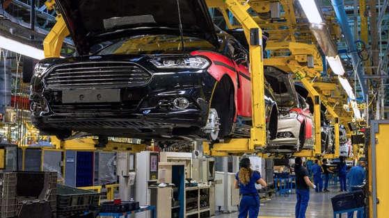 스페인 발렌시아 포드 자동차 공장에서 근로자들이 작업을 하고 있다. [포드 홈페이지]