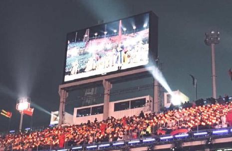 청각장애인 전모씨가 개회식 현장에서 찍은 스크린 모습. 평창 겨울올림픽 개회식 당시 현장 중계 스크린에 수어 통역이 없다. [장애벽허물기 제공=연합뉴스]