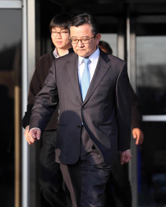 김학의 전 법무부 차관은 2013년 강원도 원주의 한 별장에서 성접대를 받았다는 의혹으로 검찰 수사를 받았다. 당시 검찰은 무협의 처분으로 사건을 종결했다. [중앙포토]
