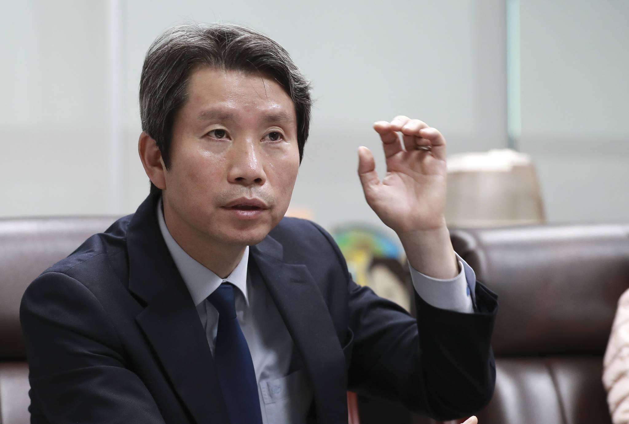 """이인영 더불어민주당 의원은 """"지방선거가 지나 정치세력이나 유력 정치인들의 이해관계가 작동하기 시작하면 개헌은 어려워질 것""""이라고 말했다. 임현동 기자"""