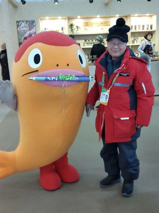 평창 겨울올림픽 일본어 통역 자원봉사를 하고 있는 안충호(74)씨. [사진 안충호]
