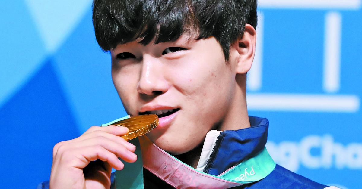 2018평창올림픽 남자 스켈레톤에서 금메달을 차지한 윤성빈이 16일 강원도 평창 메달플라자에서 열린 시상식에서 환하게 웃고 있다. [일간스포츠]