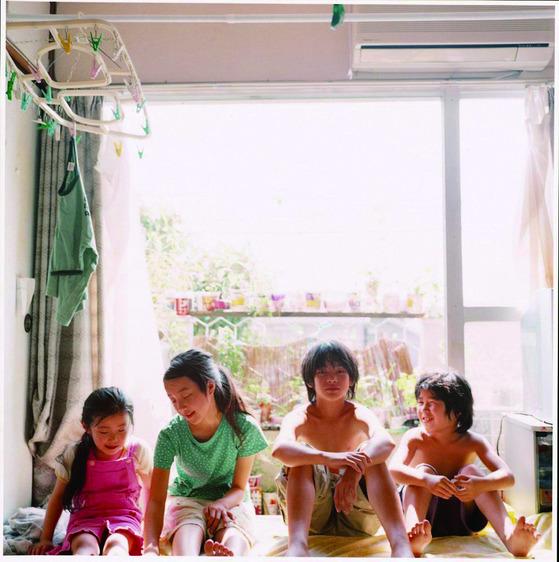 영화 '아무도 모른다'의 네 아이들. (왼쪽부터) 막내 유키, 둘째 교코, 장남 아키라, 셋째 시게루.