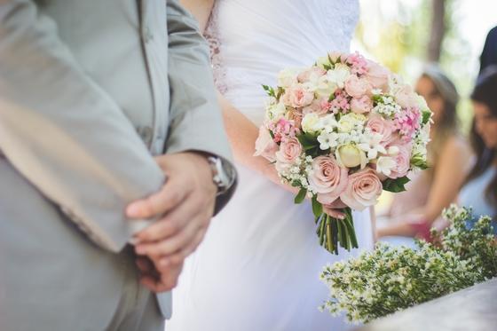서로 성인인 남녀가 동등하게 새로운 가정을 꾸미는 것이 결혼이다. [사진 Unsplash]