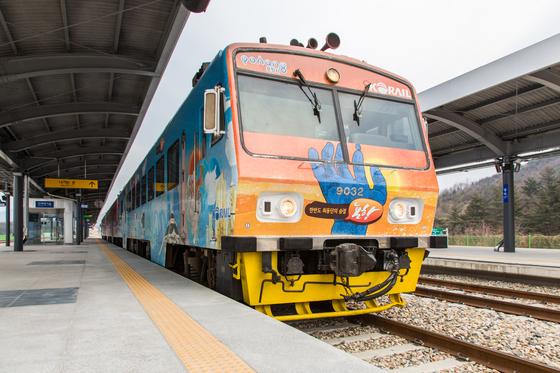 포항~영덕을 왕복 운행하는 동해선 열차. [사진 한국관광공사]