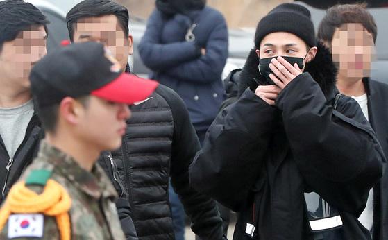 지드래곤 입대 … 해외서 몰려온 팬들