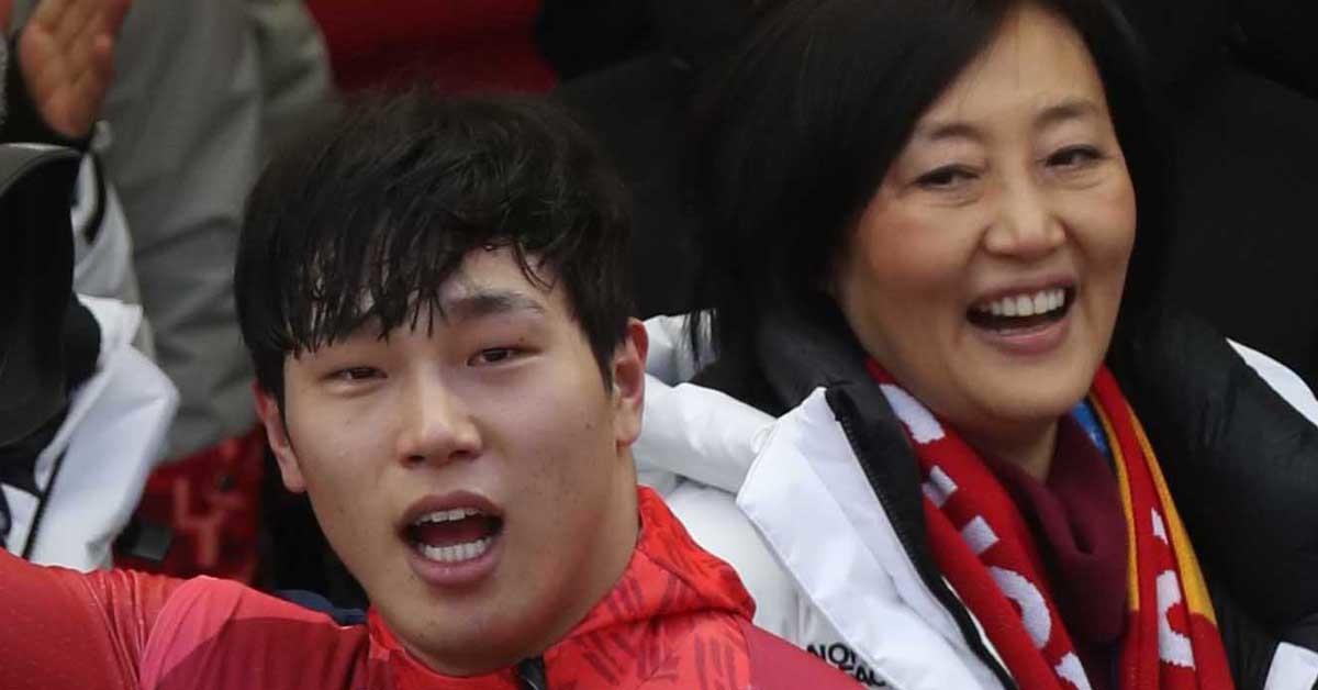 박영선 의원(오른쪽)이 지난 16일 스켈레톤 윤성빈의 금메달 현장에 입장한 것에 대한 특혜 문제로 구설에 오르고 있다. 오종택기자